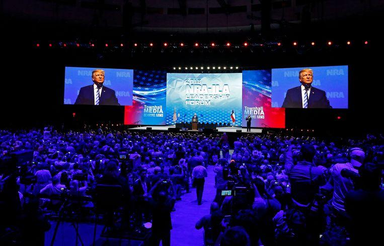 Wat een keerpunt leek te worden in het wapendebat, werd gisteren tenietgedaan in Trumps speech voor 80.000 wapenliefhebbers.