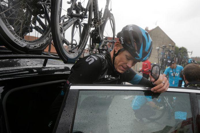 Chris Froome stapte in 2014 gedesillusioneerd in de wagen en moest opgeven in de Tour.