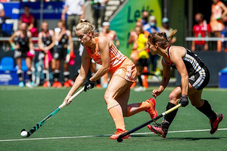 Ilse Kappelle van Nederland in duel met Sonja Zimmerman van Duitsland. Beeld Hollandse Hoogte /  ANP