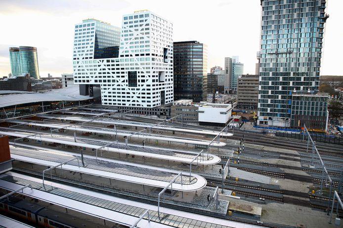 Het stationsgebied met in de achtergrond het opvallende Utrechtse Stadskantoor.