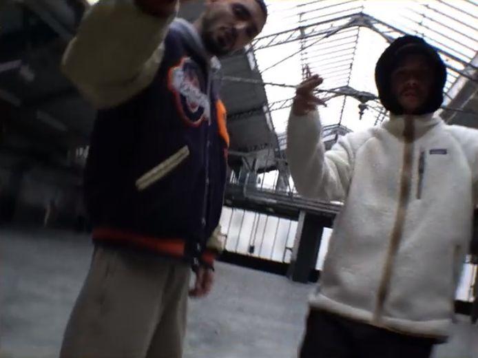 Sneazzy (à gauche) et Nekfeu (à droite)