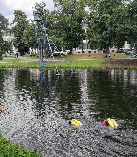Brandweerduikers zoeken naar wapen steekpartij in Lauwersgracht Arnhem