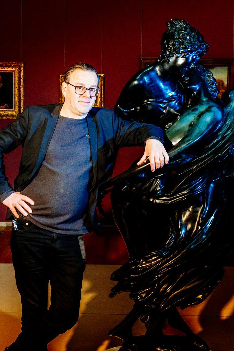 """Wim Delvoye: """"Hier in mijn team heeft nog nooit iemand van de kunstacademie gewerkt."""" Beeld Stefaan Temmerman"""