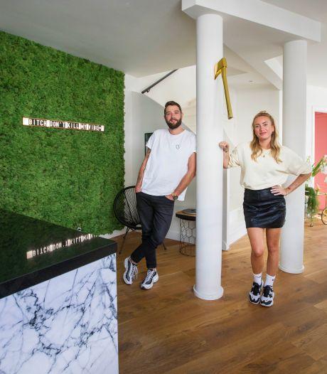 Angèle en Wouter zetten hun hippe woning in de stad te koop om op zoek te gaan naar rust en ruimte