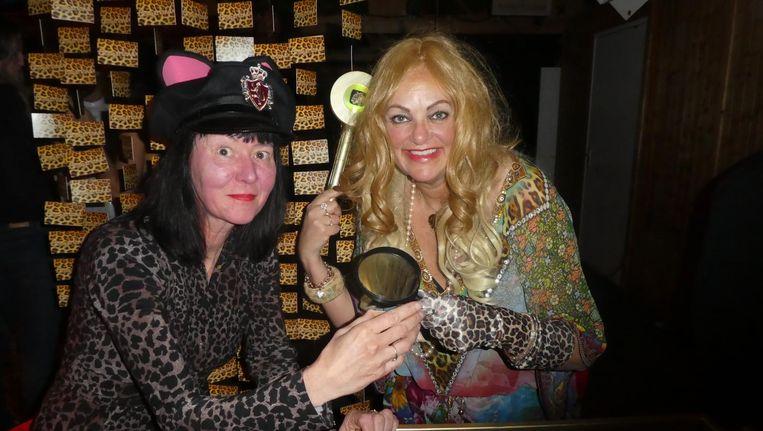 Schilder Justine Albronda en organisator Eva van Halewijn: 'Mijn grootste wens is Cougarland op Down The Rabbit Hole' Beeld Schuim