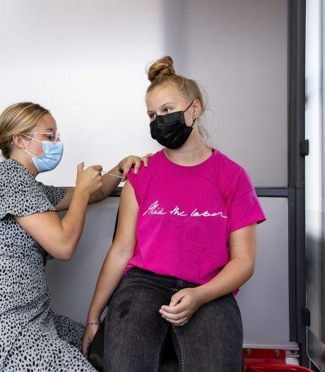 Zo'n tienduizend Nederlanders in onzekerheid om allergische reactie op coronaprik: 'Er is niks geregeld'