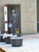 De geforceerde deur, en de cementkuipen met drugs.