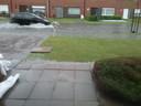 Ook in de Pompstraat waren er opnieuw grote problemen. Auto's zorgden voor een golfslag waardoor het water bij sommige woningen kan binnenstromen.