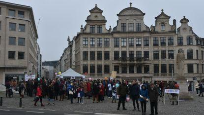 """Honderd manifestanten protesteren tegen invoering 5G in België: """"Men is zich niet bewust van de gevaren"""""""