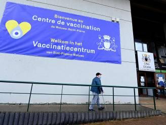 """Brusselse 41-plussers kunnen al afspraak voor vaccinatie maken: """"Voorlopig enkel via callcenter"""""""