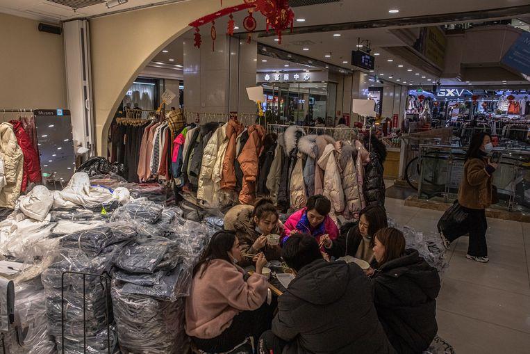 Winkelcentrum in Wuhan. Beeld EPA