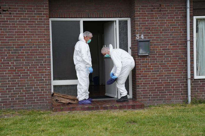 De forensische opsporing doet onderzoek bij de woning.