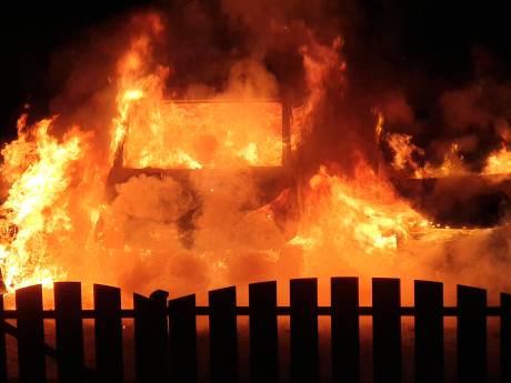 'De nacht is voor ongedierte' en voor 112-fotografen: Wachten op de volgende Goudse autobrand