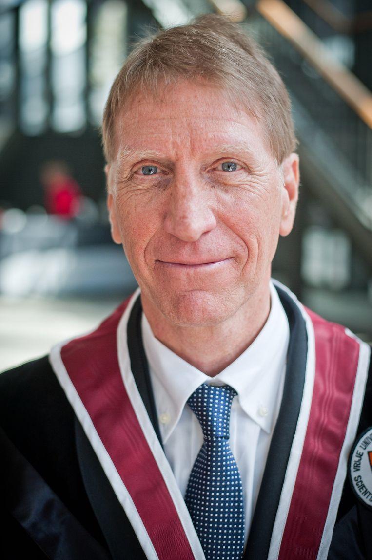 Rector Paul De Knop vindt de Engelse test wel een goed idee om het niveau van de taal bij professoren op peil te houden.