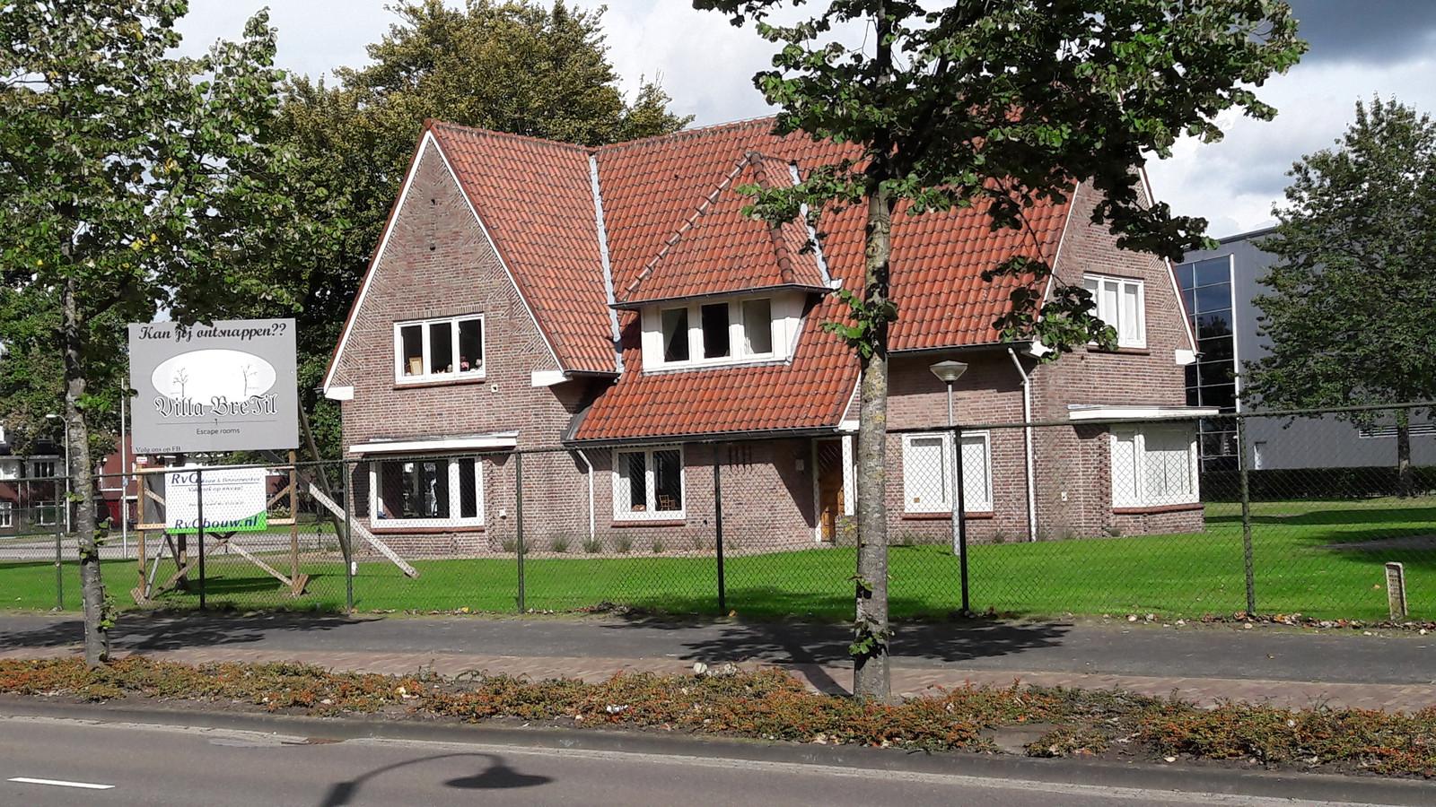 De bekende kantoorvilla aan de Julianastraat 8 in Rijen op het terrein van Ericsson wordt verbouwd tot in eerste instantie twee escaperooms.