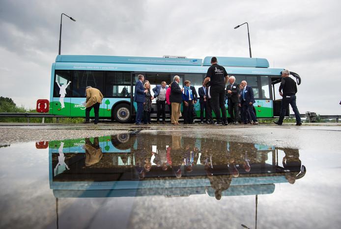 De waterstofbus rijdt voorlopig alleen in Apeldoorn in plaats van tussen Arnhem en Apeldoorn.
