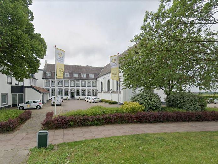 In Het Klooster van Rilland huisvest De Jager Detachering buitenlandse arbeidskrachten.