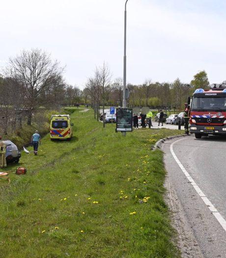 Bestuurder bekneld in auto na eenzijdig ongeval in Vriezenveen