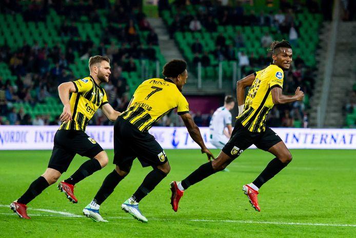 Yann Gboho viert zijn winnende goal in Groningen.
