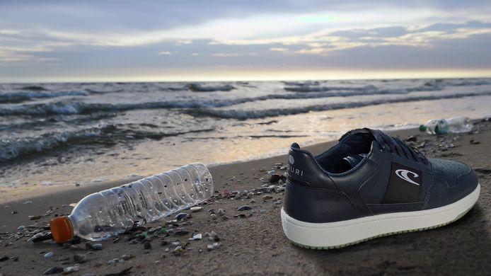 De nieuwe schoenen van O'Neill worden gemaakt van gevonden plastic uit de oceanen.