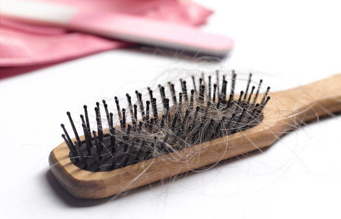 La chute de cheveux un des symptômes de la Covid.