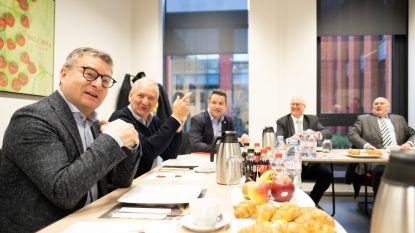 """Minister bezoekt veiling BelOrta: """"Vlaanderen pompt 1,75 miljoen in onderzoek over toekomst land- en tuinbouw"""""""