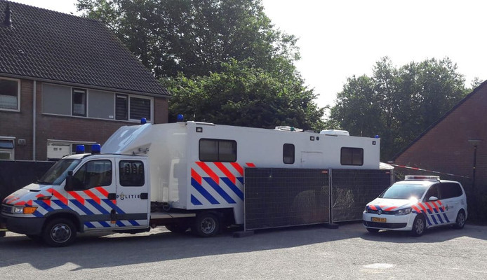 Het onderzoek naar de dode vrouw in de Apeldoornse woning is nog in volle gang.
