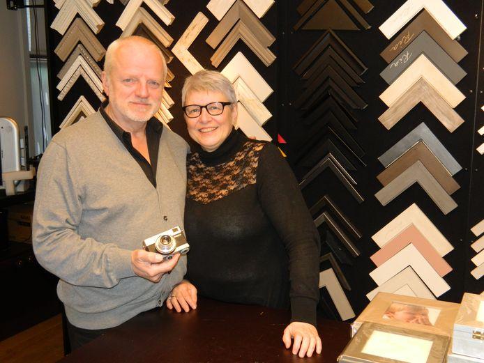 Filip en Ria Santens, begin 2017 bij het sluiten van hun fotowinkel.