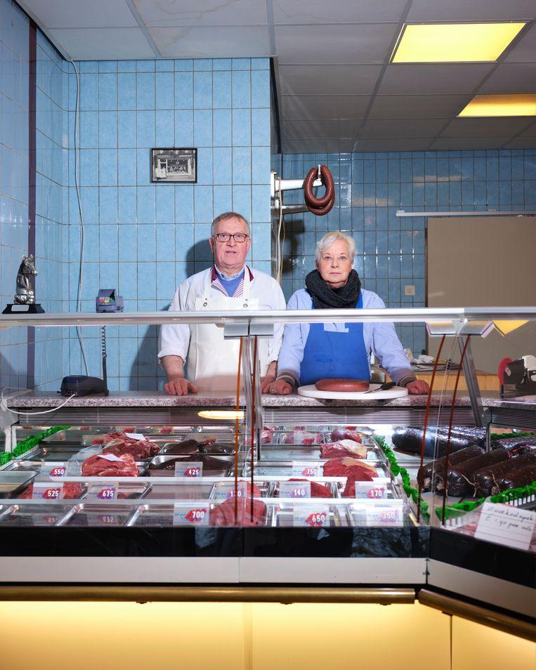 Jan en Titie van Dijk in hun paardenslagerij in Groningen.  Beeld Erik Smits