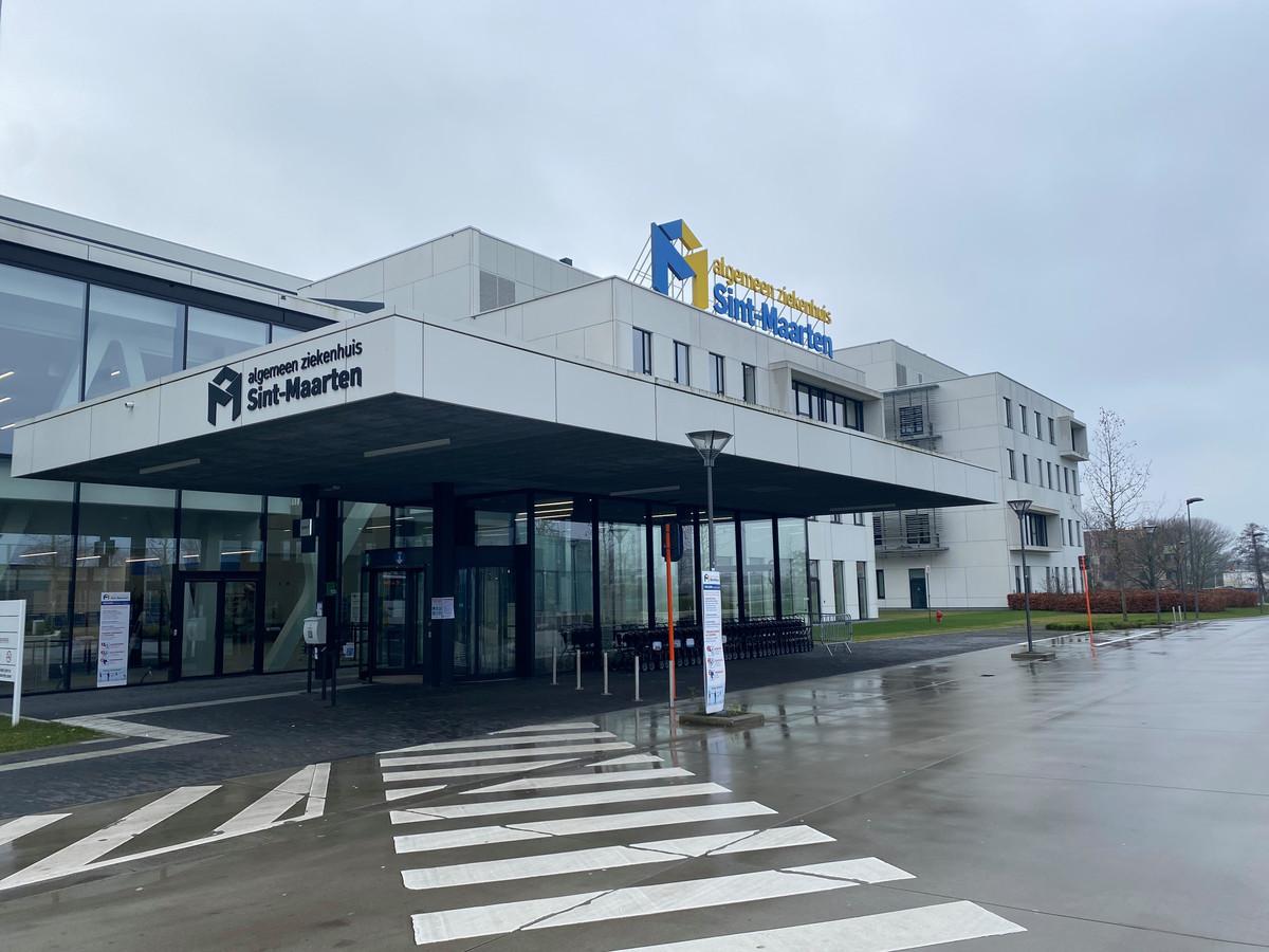 De hoofdingang van het Algemeen Ziekenhuis Sint-Maarten