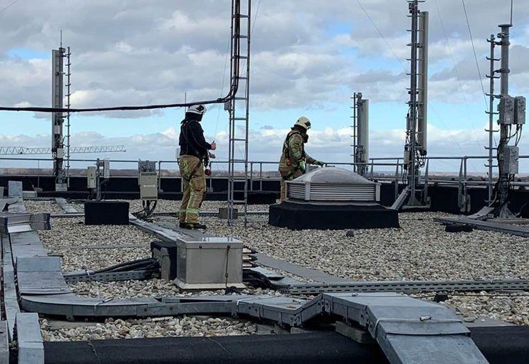 De zendmast op het dak van het ASZ kreeg het hevig te verduren, maar ondertussen is de schade hersteld.