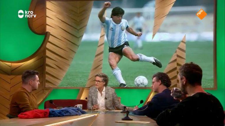 Bij M werd ook stilgestaan bij de dood van Maradona. Beeld