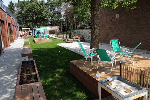 De mooi aangelegde tuin van het Huis van het Kind nodigt uit tot buiten spelen voor de kinderen