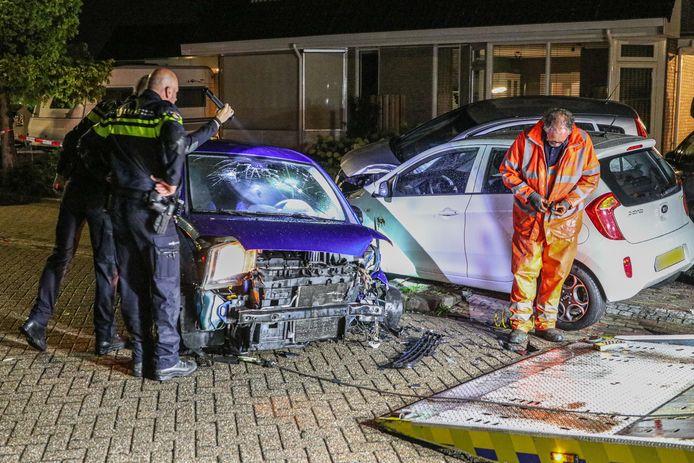 Vier van de vijf betrokken auto's moesten worden afgesleept.