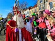 Duizenden kinderen verwelkomen Sinterklaas in zonovergoten Brielle