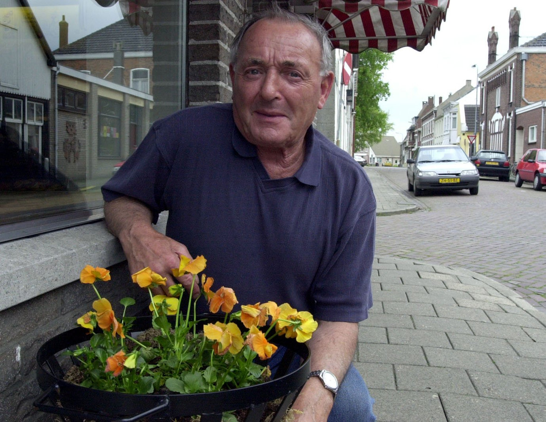 Kees Dees in 2000, toen hij al 32 jaar voorzitter van VV Zaamslag was.