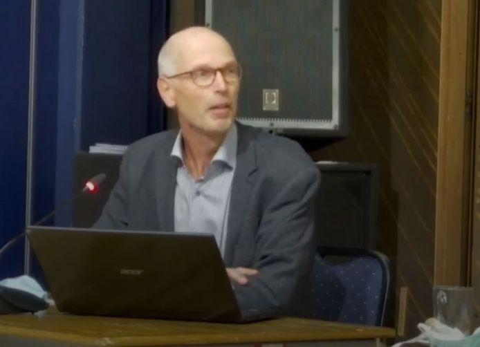 André Dröge verzet zich als inspreker in de gemeenteraad van Oisterwijk tegen de plannen voor een onderkomen van arbeidsmigranten bij de aardbeienkwekerij van Scheffers aan de Olivierweg in het buitengebied
