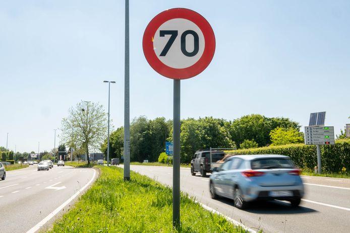 De Lierse gemeenteraad keurde de basisprincipes voor een nieuwe snelheidskaart goed. Bedoeling is onder andere om de maximumsnelheid op heel de ring terug te brengen tot zeventig kilometer per uur.