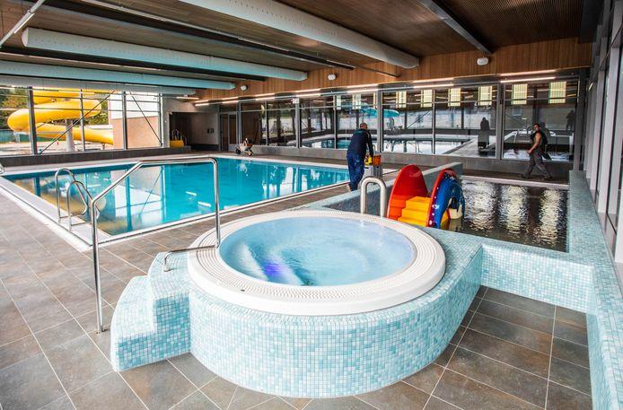 Zwembad De Louwert opent zaterdag zijn deuren. Rechts van het instructiebad de jacuzzi en het peuterbad.