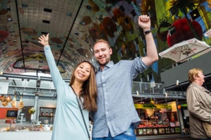 Jovina en Stian uit Noorwegen vinden de Rotterdamse Markthal tegenvallen.