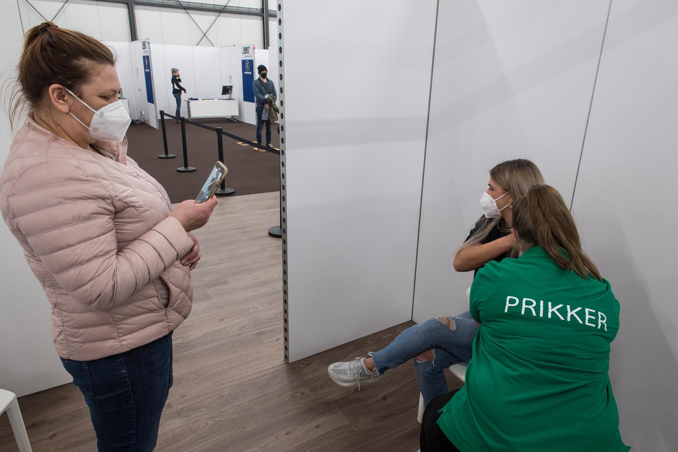 Vaccineren tegen covid-19, elders in Nederland.
