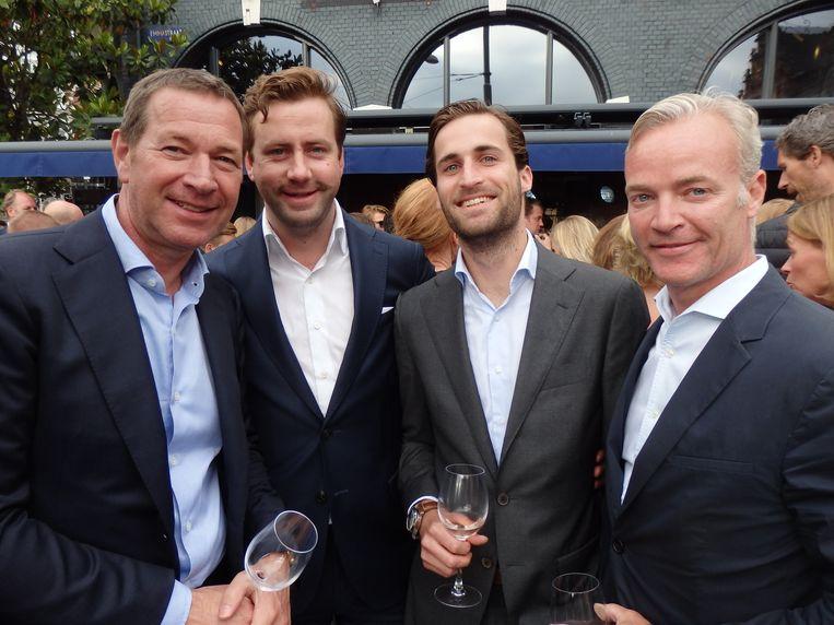 Goed nieuws. Frenk Sligting, Daan de Jong, Tim van Santen en Alexander Bijkerk (vlnr) gaan met Innova verhuizen naar Oud-Zuid en dan komt de vrimibo in Waldeck. Beeld Schuim