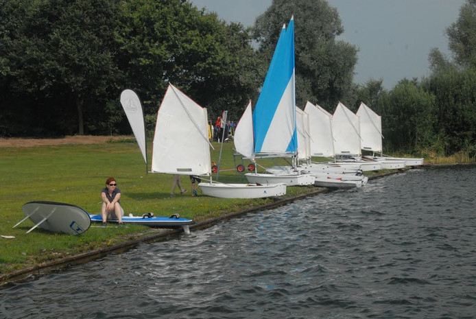 Een deel van het materiaal waarover watersportvereniging Engelermeer beschikt.