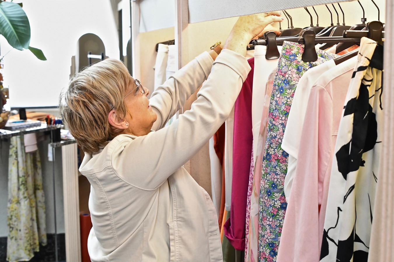 Marie-Christine Debruyne tussen de winkelrekken, nog tot het einde van het jaar.