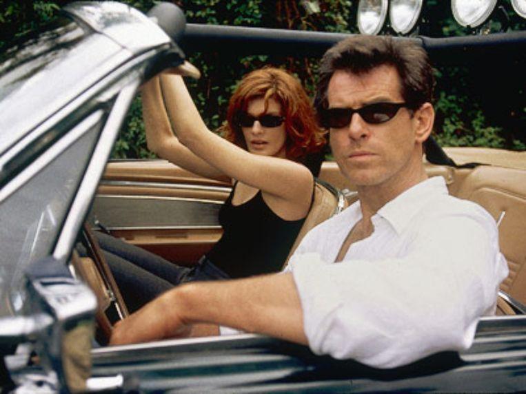 Rene Russo en Pierce Brosnan in The Thomas Crown Affair (John McTiernan, 1999). Beeld