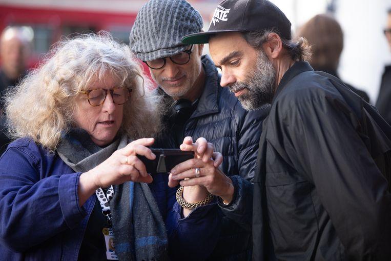 Regisseur Craig Gillespie (midden) op de set. Beeld Laurie Sparham