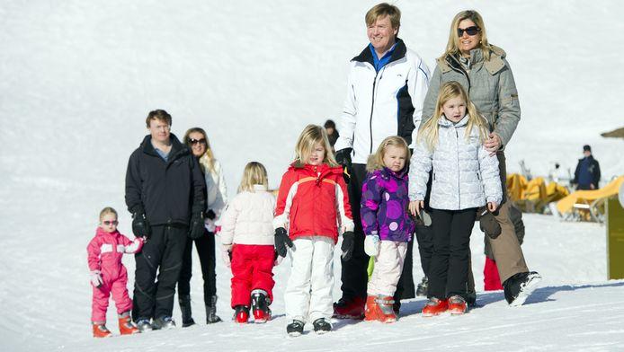 Het gezin van prins Willem-Alexander tijdens de fotosessie van vorig jaar in Lech © ANP