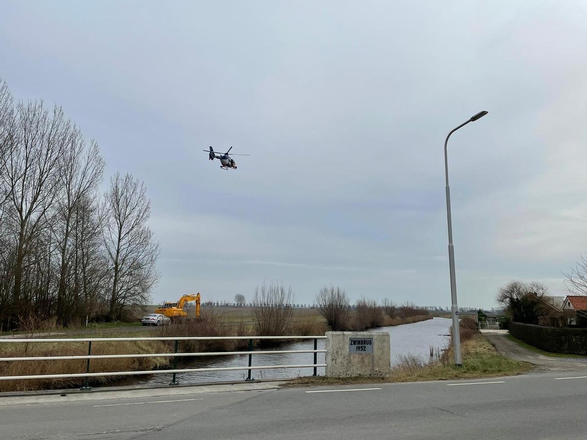 In het gebied wordt ook gezocht met een politiehelikopter.