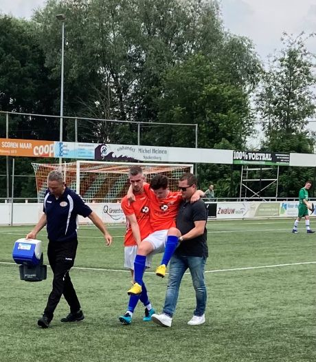 Jens keek zó uit naar de eerste wedstrijd in 8 maanden, maar viel al na 6 minuten uit met een blessure