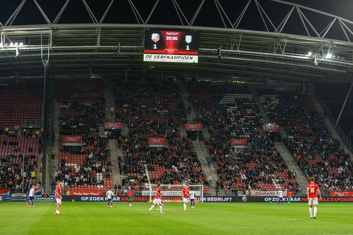 FC Utrecht en RKC komen na de 'break' weer het veld op.